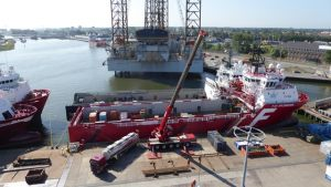 quayside_vessels_crane